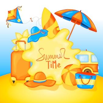 Summertime per il testo e gli elementi colorati sulla spiaggia sullo sfondo del mare e della sabbia