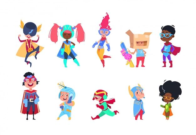 Supereroi per bambini. bambini dei supereroi dei cartoni animati. ragazzi e ragazze nel set di caratteri di vettore di maschera di carnevale