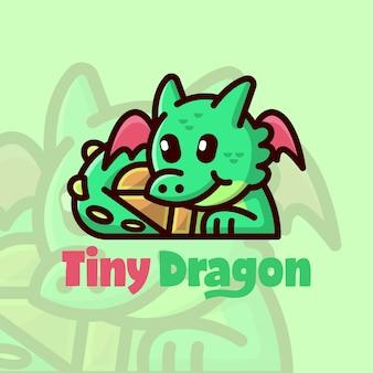 Sveglio drago verde che dorme con un logo a fumetto scatola del tesoro