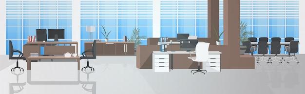 Svuotare nessun centro di coworking con sala riunioni moderna ufficio open space interno orizzontale