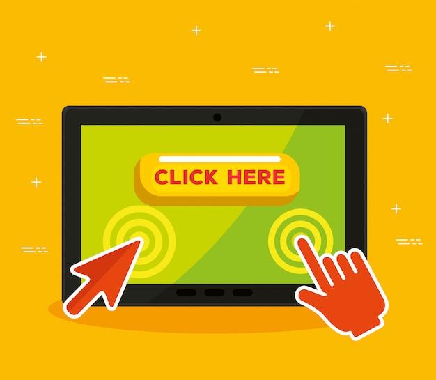 Tablet con freccia e clic del cursore del mouse a mano
