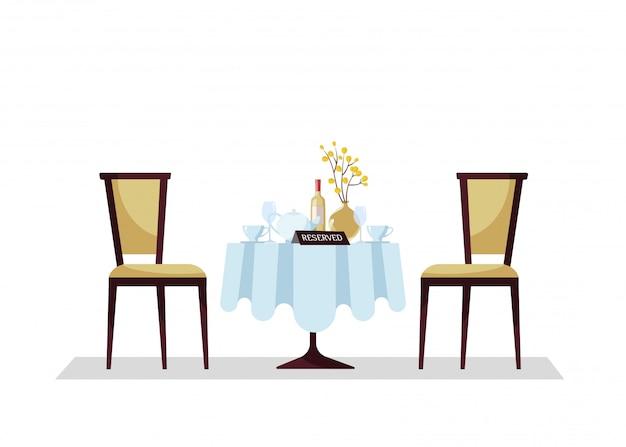 Tavolo rotondo ristorante costoso riservato con tovaglia, pianta, bicchieri da vino, bottiglia di vino, teiera, tagli, segno da tavolo prenotazione e due sedie morbide.