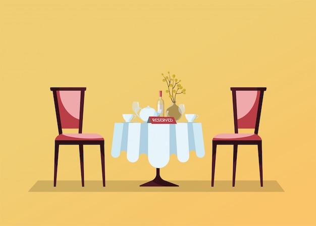 Tavolo rotondo ristorante riservato con tovaglia bianca, bicchieri da vino, bottiglia di vino, vaso, tagli, cartello da tavolo con prenotazione e due sedie morbide. illustrazione di vettore del fumetto piatto