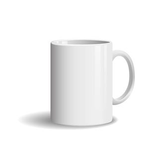 Tazza bianca realistica della foto su bianco