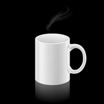 Tazza bianca su sfondo nero