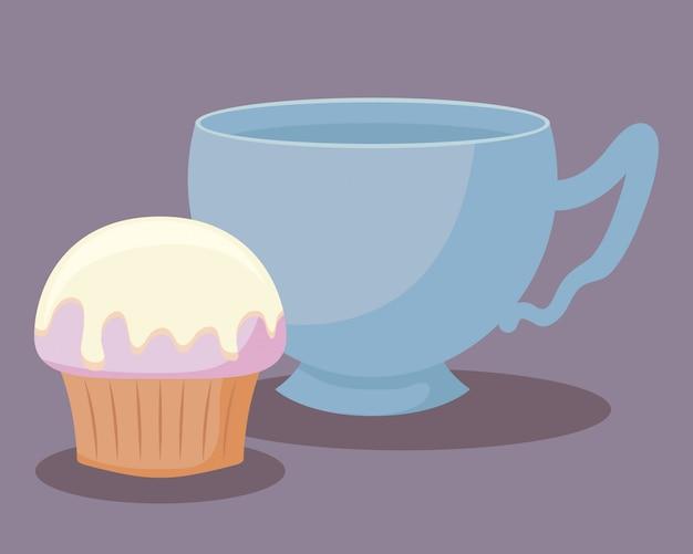 Tazza da tè con dolce cupcake
