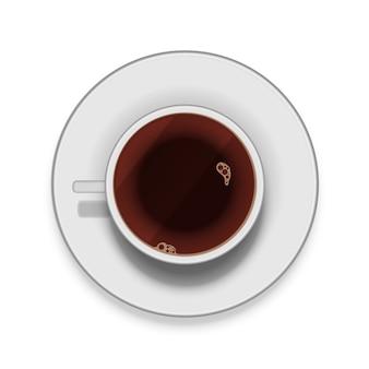 Tazza di caffè bianca realistica con il piattino isolato su bianco