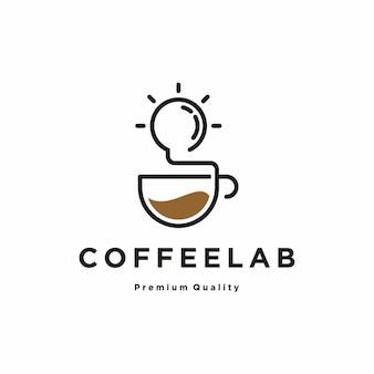 Tazza di caffè con lampadina logo design