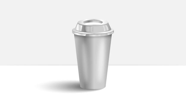 Tazza di caffè sul tavolo bianco