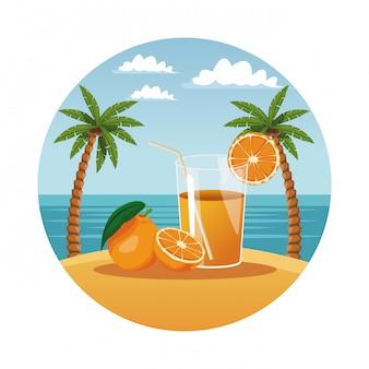 Tazza di vetro estate succo d'arancia nel simbolo rotondo