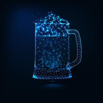 Tazza di vetro pieno di poli basso pieno di birra fredda fresca
