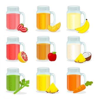 Tazze di vetro con diversi tipi di succhi di frutta, cibo sano