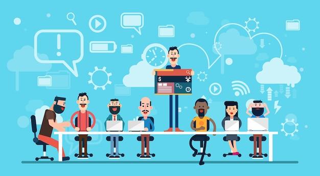 Team di lavoro sul posto di lavoro del team di web designer