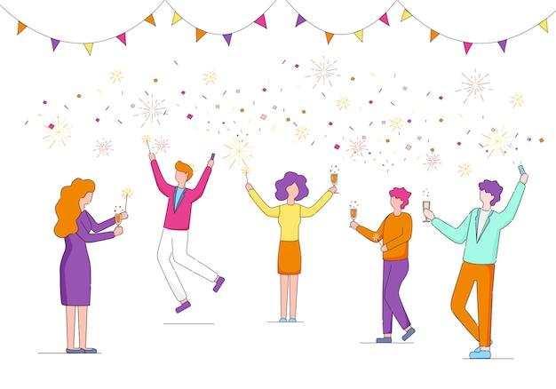 Team di manager aziendali festeggiano le festività in ufficio