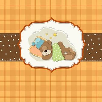 Tenero orsacchiotto dorme sul cuscino