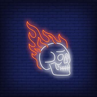 Teschio sul fuoco segno al neon