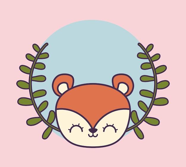 Testa di scoiattolo carino in foglie di corona