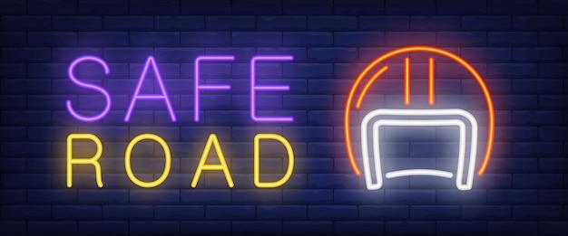 Testo al neon sicuro della strada con il casco