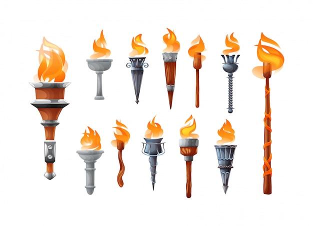 Torcia realistica medievale con set di fuoco ardente.