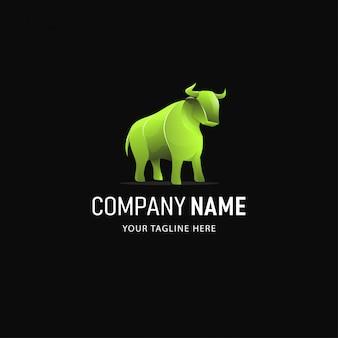 Toro colorato logo design. logo animale stile sfumato