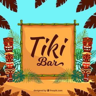 Totem tiki, cornice di bambù e foglie di palma