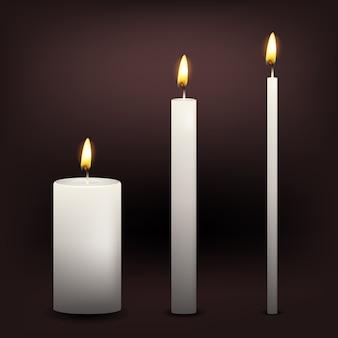 Tre candele bianche realistiche di vettore su un fondo scuro
