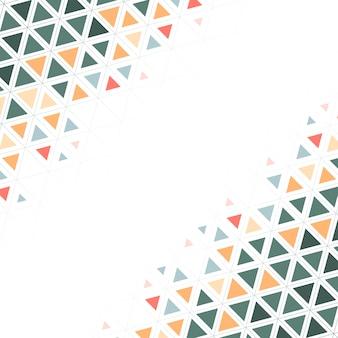 Triangolo colorato modellato su sfondo bianco