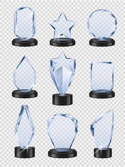 Trofei di vetro. i premi delle coppe dei vincitori dello sport vengono assegnati in modo trasparente dalla collezione realistica di vetro