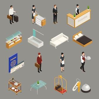 Turista di servizio e del personale dell'hotel con le icone isometriche della mobilia dei bagagli isolate su gray
