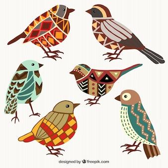 Uccelli colorati in stile geometrico