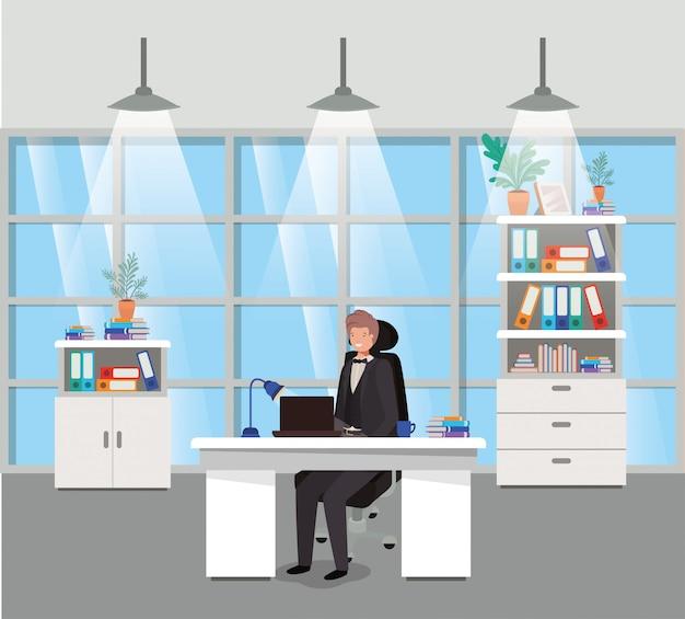 Ufficio moderno con seduta di uomo d'affari