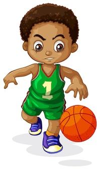 Un bambino giocatore di pallacanestro maschile