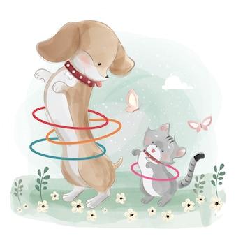 Un cane salsiccia che gioca hula hop con il piccolo gattino