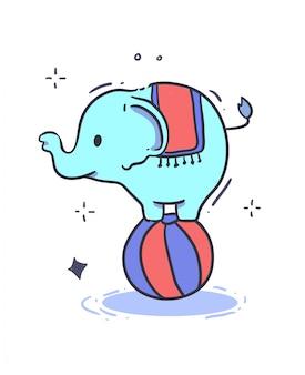Un elefante del circo in equilibrio su una grande palla