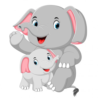 Un elefante divertente sta giocando con un piccolo elefante