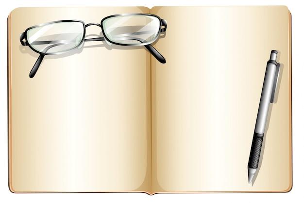 Un libro vuoto con un occhiale e una penna a sfera