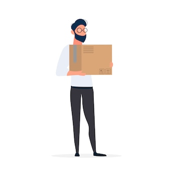 Un ragazzo con gli occhiali tiene in mano una scatola. l'uomo ha in mano una scatola di cartone. isolato.