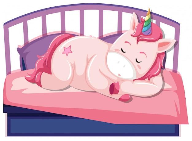 Un unicorno che dorme sul letto