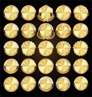 Una collezione d'oro di vari badge ed etichette