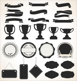 Una collezione di etichette e nastri badge