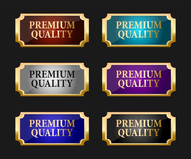 Una raccolta di vari badge ed etichette