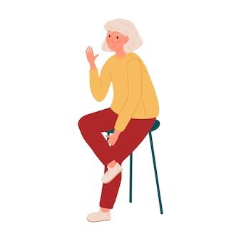 Una ragazza è seduta su un seggiolone e saluta.