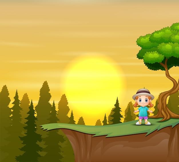 Una ragazza in piedi sulla scogliera