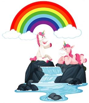 Unicorni felici che si siedono sulla cascata