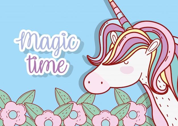 Unicorno carino con acconciatura e corno con fiori