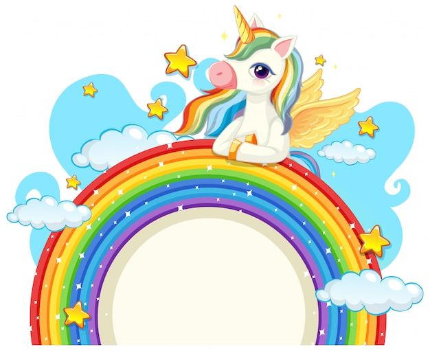 Unicorno carino sopra arcobaleno