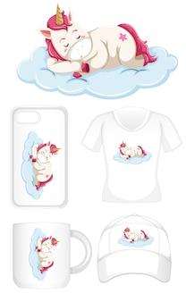 Unicorno che dorme su diversi prodotti