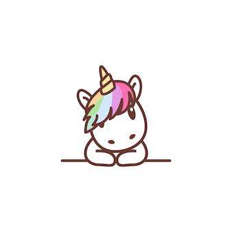 Unicorno sveglio sopra il fumetto della parete
