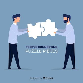 Uomini che collegano il fondo dei pezzi di puzzle