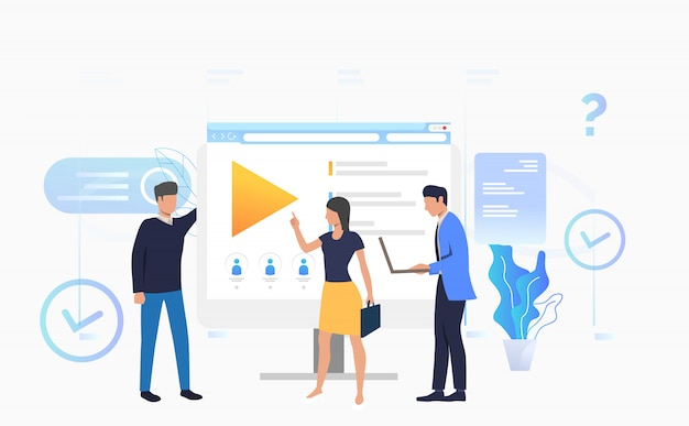 Uomini d'affari e imprenditrice parlando al desktop